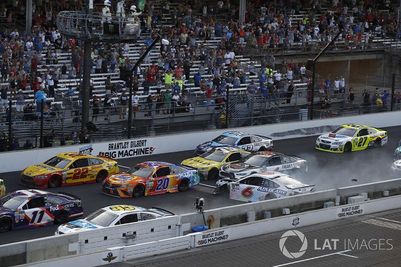 Trevor Bayne, Roush Fenway Racing Ford choque