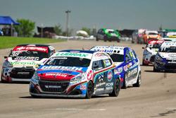 Rodrigo Aramendía, Peugeot, lidera el pelotón en la Final de Mercedes