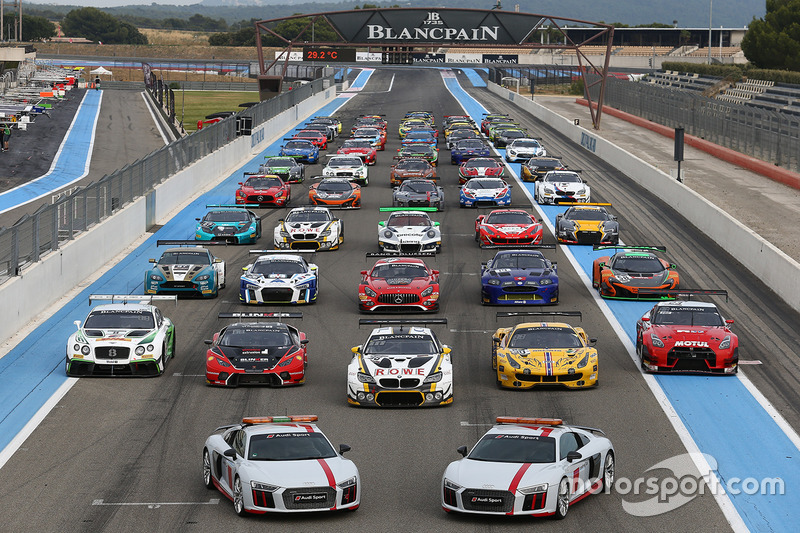 cars group photo at paul ricard. Black Bedroom Furniture Sets. Home Design Ideas