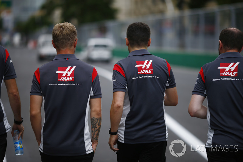 Trackwalk: Kevin Magnussen, Haas F1 Team VF-17
