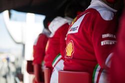 Ferrari en el pórtico