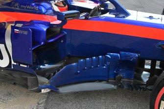 Daniil Kvyat, Toro Roso STR14 sidepods detail