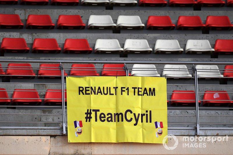 Striscione dei tifosi per Cyril Abiteboul, Managing Director, Renault Sport F1