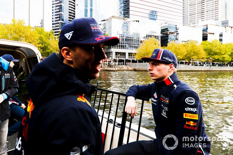 Max Verstappen, Red Bull Racing e Pierre Gasly, Red Bull Racing, si dirigono verso l'evento a Federation Square