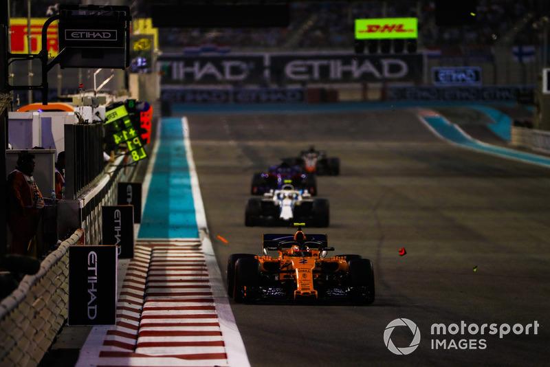 Stoffel Vandoorne, McLaren MCL33, precede Sergey Sirotkin, Williams FW41