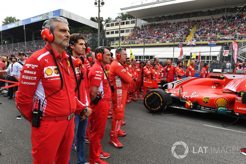 Maurizio Arrivabene, Ferrari Team Principal, Antonio Giovinazzi, Ferrari
