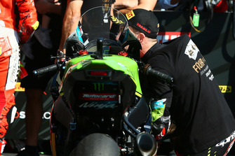 Jonathan Rea, Kawasaki Racing embrasse sa moto
