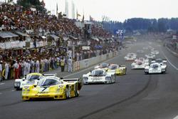#7 Joest Racing Porsche 956: Klaus Ludwig, Paolo Barilla, John Winter en tête au départ