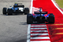 Brendon Hartley, Scuderia Toro Rosso STR12 and Lance Stroll, Williams FW40