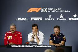 Maurizio Arrivabene, teambaas Ferrari, Toto Wolff, directeur Mercedes AMG, and Christian Horner, Teambaas Red Bull Racing, in de persconferentie