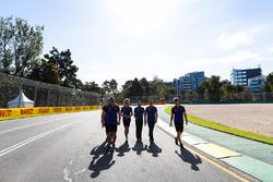 Caminando por la pista Romain Grosjean, Haas F1 Team