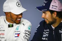 Yarış galibi Lewis Hamilton, Mercedes AMG F1, 3. Sergio Perez, Force India, basın toplantısı