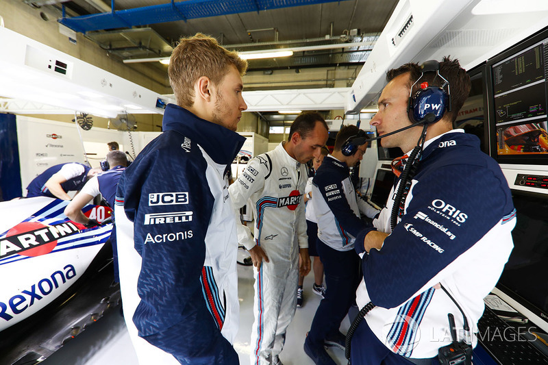 Sergey Sirotkin, Williams Racing, talks with Robert Kubica, Williams Martini Racing