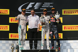 Podium: second place Nico Rosberg, Mercedes AMG F1, Ron Meadows, Mercedes AMG F1 Team Manager, race winner Lewis Hamilton, Mercedes AMG F1, third place Daniel Ricciardo, Red Bull Racing