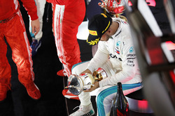Lewis Hamilton, Mercedes AMG F1, 3rd position, inspects his trophy