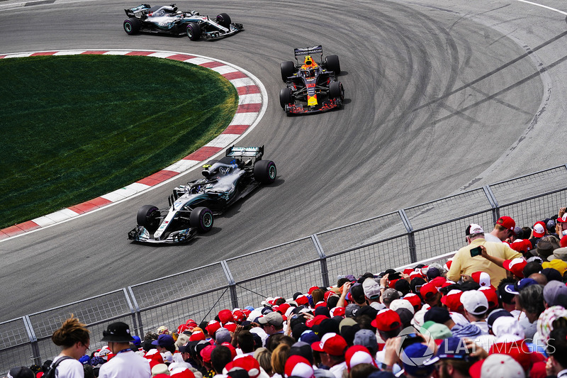 Valtteri Bottas, Mercedes AMG F1 W09, leads Max Verstappen, Red Bull Racing RB14, and Lewis Hamilton