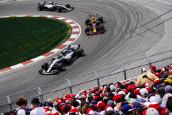 Valtteri Bottas, Mercedes AMG F1 W09, leads Max Verstappen, Red Bull Racing RB14, and Lewis Hamilton, Mercedes AMG F1 W09