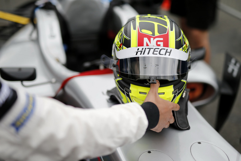 Helmet Enaam Ahmed, Hitech Bullfrog GP Dallara F317 - Mercedes-Benz