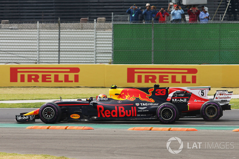 Max Verstappen, Red Bull Racing RB13, battles Sebastian Vettel, Ferrari SF70H, on the first lap