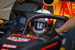 Pierre Gasly, Red Bull Racing RB12 Piloto de pruebas con la cubierta de la cabina de Halo