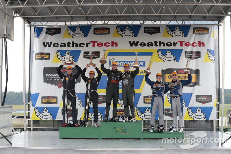 Podio: i vincitori della gara Daniel Burkett, Marc Miller, CJ Wilson Racing, al secondo posto Scott Maxwell, Billy Johnson, Multimatic Motorsports, al terzo posto Cameron Cassels, Trent Hindman, Bodymotion Racing