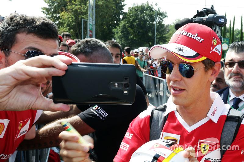 Sebastian Vettel, Ferrari taraftarlar ile
