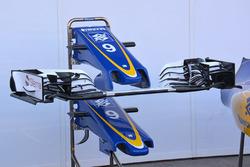 Sauber C35: nuovi anche i piloni  che reggono l'ala anteriore