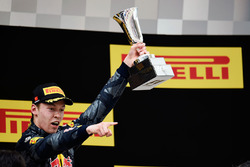 Podium: derde plaats Daniil Kvyat, Red Bull Racing