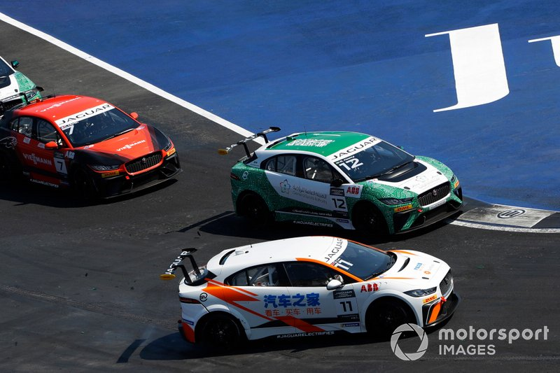 Lin Qi, Team China battles with Bandar Alesayi, Saudi Racing, Célia Martin, Viessman Jaguar eTROPHY Team Germany