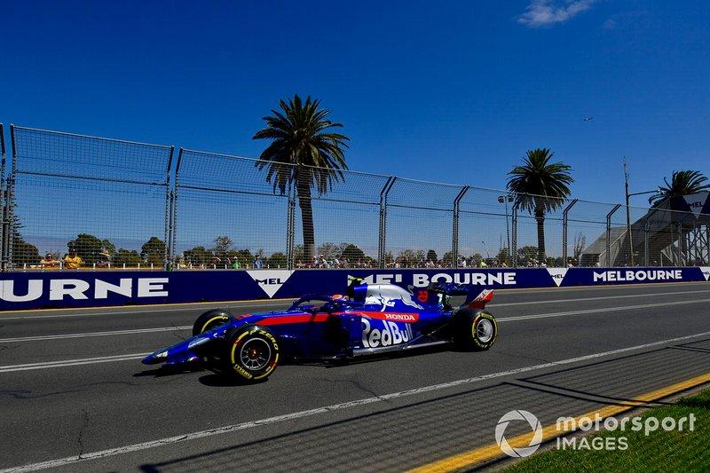 Alexander Albon, Toro Rosso STR14, kembali ke pit tanpa sayap depan