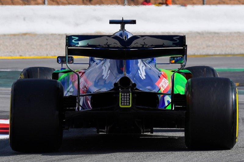 Alexander Albon, Scuderia Toro Rosso STR14, sports aero paint