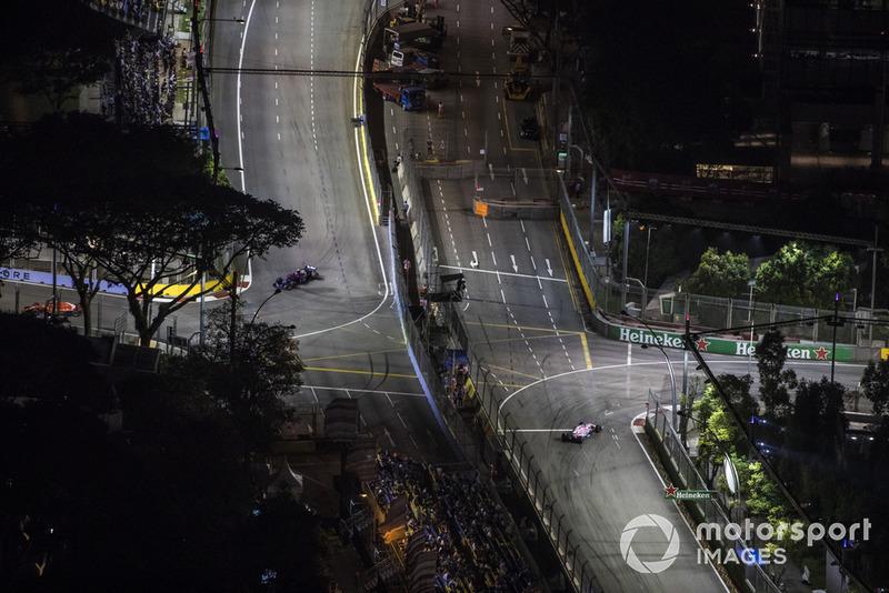 Pierre Gasly, Scuderia Toro Rosso STR13, Sergio Perez, Racing Point Force India VJM11