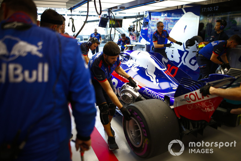 Pierre Gasly, Scuderia Toro Rosso STR13, is pushed into the garage