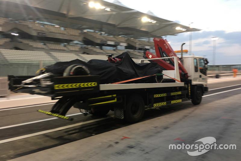 El Sauber C37 de Kimi Raikkonen vuelve a boxes