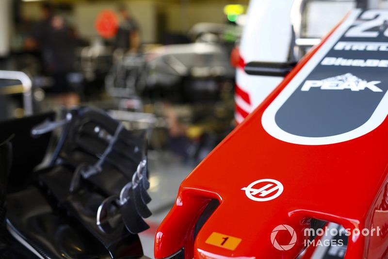 Nez et aileron avant de la monoplace de Kevin Magnussen, Haas F1 Team VF-18.