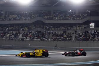 Robert Kubica, Renault R30, Lewis Hamilton, McLaren MP4-25