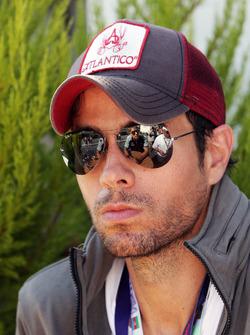 إنريكيه إغليسياس، مغني