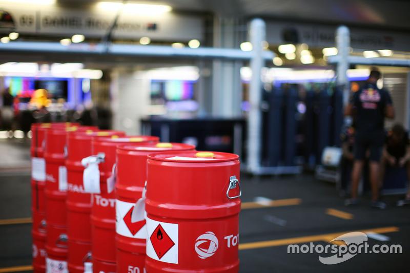 Red Bull Racing Total bidones de combustible