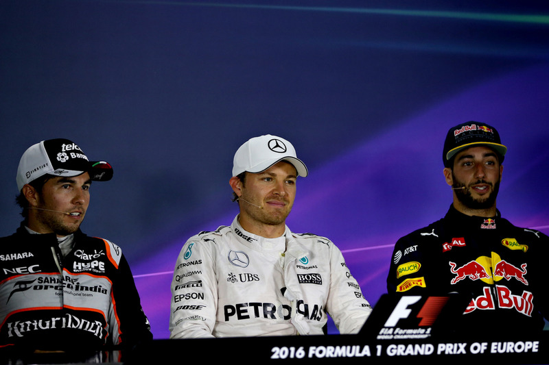 Nico Rosberg, Mercedes GP, Sergio Pérez, Force India y Daniel Ricciardo, Red Bull Racing, 2016 en Bakú, Azerbaiyán.  (Photo by Getty Images/Getty Images) // Getty Images / Red Bull Content Pool  // P-20160618-00839 // Usage for editorial use only // Please go to www.redbullcontentpool.com for further information. //