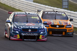 Craig Lowndes, Triple Eight Race Engineering Holden and Will Davison, Tekno Autosports Holden