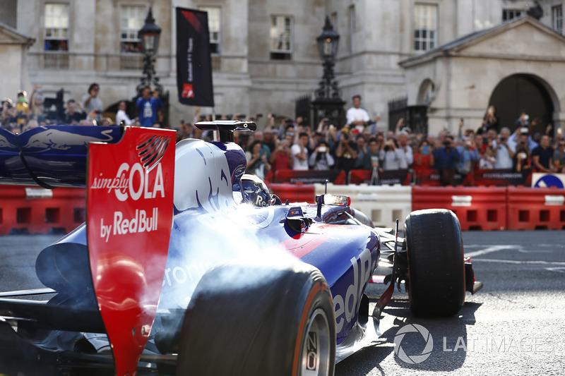 Un Scuderia Toro Rosso STR12