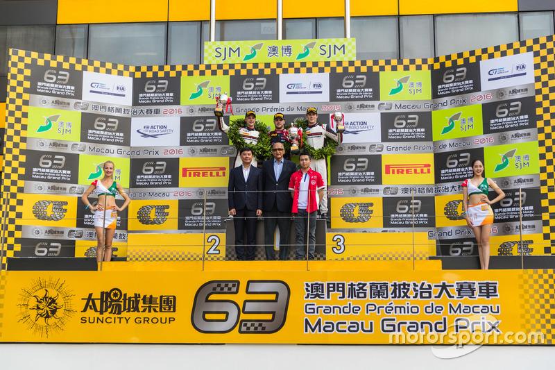 Podium: 1. Laurens Vanthoor, Audi Sport Team WRT, Audi R8 LMS; 2. Earl Bamber, Manthey Racing, Porsche 911 GT3-R; 3. Kévin Estre, Manthey Racing, Porsche 911 GT3-R