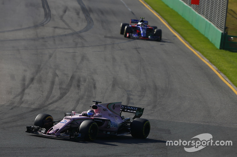 Sergio Perez, Force India, VJM10; Carlos Sainz Jr., Scuderia Toro Rosso, STR12