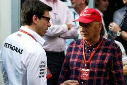 Toto Wolff, directeur exécutif Mercedes AMG F1 avec Niki Lauda, président non exécutif Mercedes