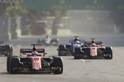 Fernando Alonso, McLaren MCL32, battles, Carlos Sainz Jr., Scuderia Toro Rosso STR12