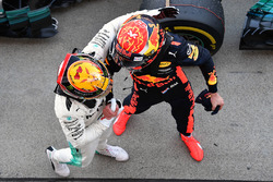 Race winner Lewis Hamilton, Mercedes AMG F1 celebrates in parc ferme with Max Verstappen, Red Bull Racing