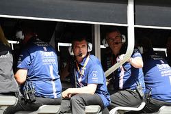Andy Stevenson, Team Manager Sahara Force India F1 Team et Bradley Joyce, ingénieur de course Sahara Force India