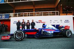 Franz Tost, Scuderia Toro Rosso Team Principal, Daniil Kvyat, Carlos Sainz Jr., Scuderia Toro Rosso STR12, James Key, Scuderia Toro Rosso Technical Director