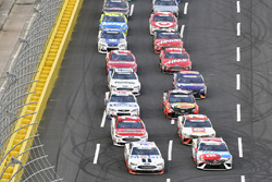 Kevin Harvick, Stewart-Haas Racing Ford, Kyle Busch, Joe Gibbs Racing Toyota