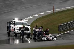 Will Power, Team Penske Chevrolet choca en el reinicio